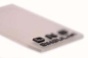 Etiqueta de microinyección para solapa