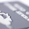 Etiqueta microinyección con diseño encastrado