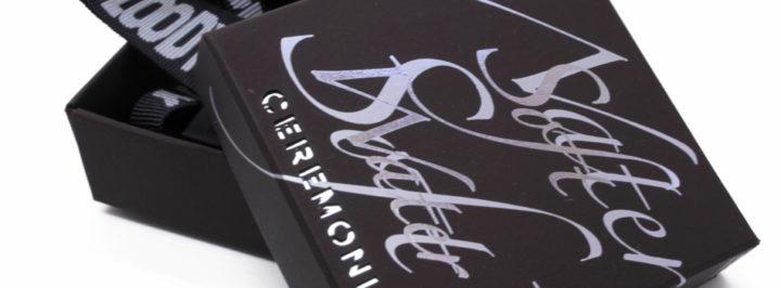 Detalle de estuche para caballero personalizado.